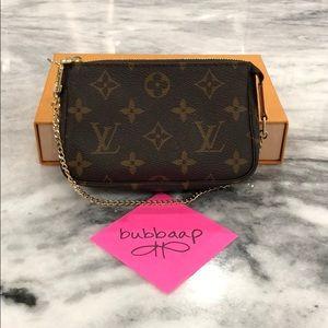 Louis Vuitton Mini Pochette Accessoires Monogram